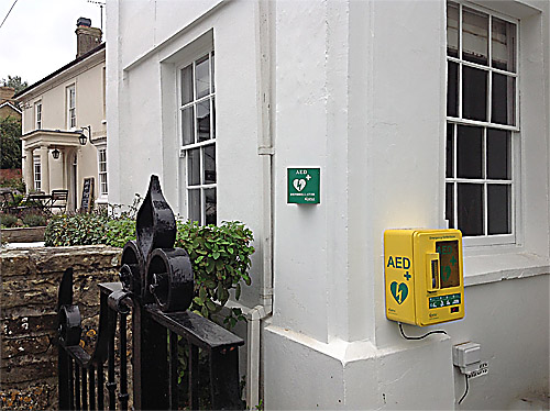 Defibrillator (AED) mounted on the White House wall.